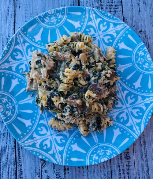 Creamy Chicken  Kale & Zucchini Pasta Recipe www.HealthyEasyFood.com