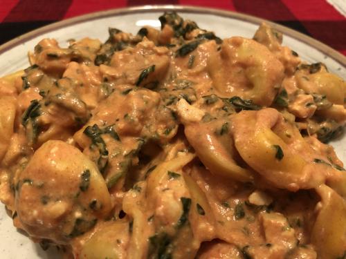One Pan Creamy Chicken & Spinach Tortellini Recipe www.HealthyEasyFood.com