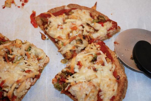 Cauliflower Pizza Crust www.HealthyEasyFood.com